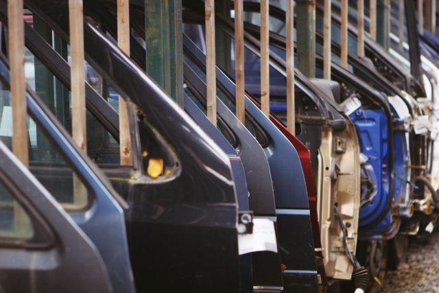 drzwi samochodowe w fabryce