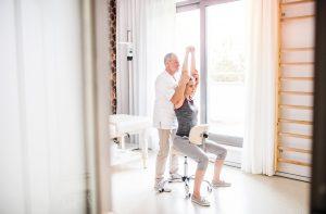 Terapia manualna z dojazdem – dla kogo?